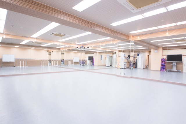 池袋ミントスタジオ 2面 大きい鏡